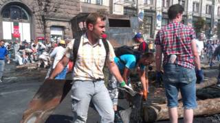 Desmantelamiento de barricadas en Kiev