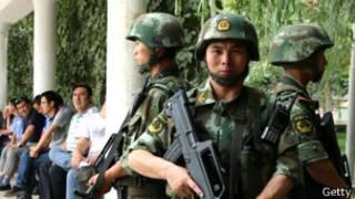 Tropas chinas en Xinjiang
