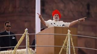 लाल किले की प्राचीर से देश को संबोधित करते प्रधानमंत्री नरेंद्र मोदी
