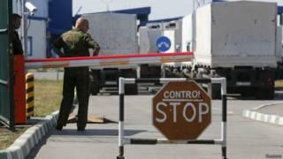 Convoy ruso en  control fronterizo