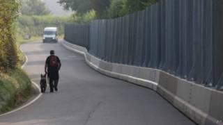 英國將會幫助法國安裝北約峰會使用的九英尺鋼牆