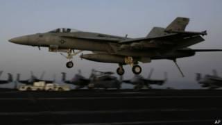 جنگنده آمریکا درحال برخاستن از ناو یو اس اس اچ دبلیو بوش