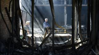 Жители востока Украины в развалинах дома