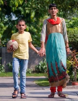 करण को असामान्य लंबाई अपनी मां श्वेतलाना से विरासत में मिली है. श्वेतलाना बास्केटबॉल की खिलाड़ी रही हैं