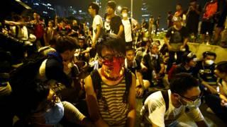 हाँग काँग में प्रर्शन करते छात्र