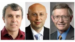 از راست: ویلیام مورنر از دانشگاه استانفورد، استفن هل از موسسه ماکس پلانک، و اریک بتزیگ از موسسه پزشکی هاوارد هیوز