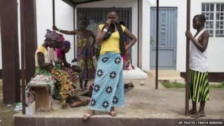 Mwanamke anyeshukiwa kuwa na Ebola akilia nje ya zahanati Sierra Leo