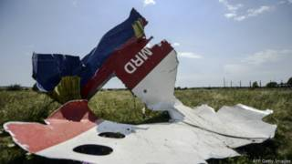 """Обломки фюзеляжа """"Боинга"""" Malaysia Airlines, сбитого над восточной Украиной"""