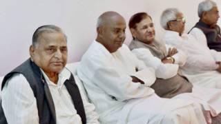 सपा प्रमुख के घर जुटे जनता दल परिवार के नेता