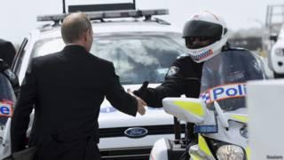 Путин и полицейский