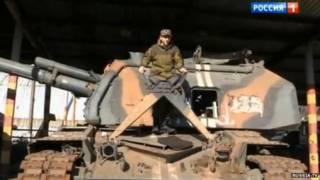 مجند عمره 15 عاما فوق دبابة