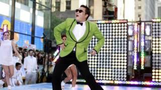 El artista surcoreano Psy en el videoclip de Gangnam Style