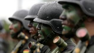 Soldados bolivianos | Foto: Reuters