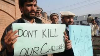 पाकिस्तान, आर्मी पब्लिक स्कूल हमला, प्रदर्शन