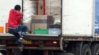 Нелегальный мигрант в Кале
