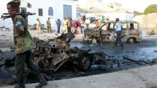 कार में हुए बम धमाके में चार लोग मारे गए