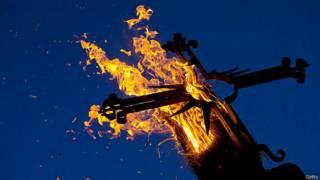Возжжение креста во время празднования торжества Непорочного Зачатия Пресвятой Девы Марии в Испании