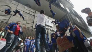 Protesto de trabalhadores terceirizados na Petrobras na última quarta-feira (Getty)
