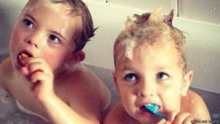 NIiño con síndrome de Down y su hermano