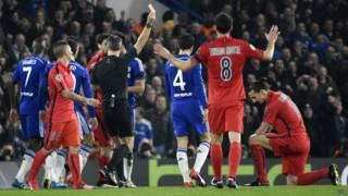 Zlatan Ibrahimovic wa PSG avuga ko abakinyi ba Chelsea bitwaye nk'inzoya mu kumuhesha ikarata itukura
