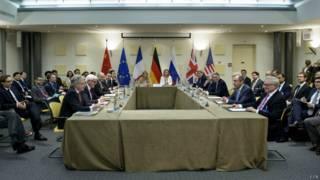 За столом переговоров в Лозанне
