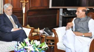 केंद्रीय गृहमंत्री से मिलते जम्मू कश्मीर के मुख्यमंत्री मुफ़्ती मोहम्मद सईद.