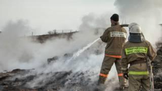 Сотрудники МЧС России работают в поселке Шира
