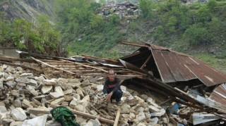 развалины дома в деревне