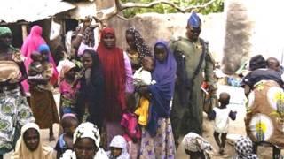 बोको हराम से आज़ाद कराए गए महिलाएं बच्चे