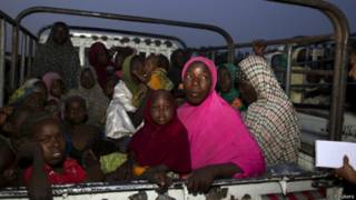 """Женщины и дети, бывшие в плену у боевиков """"Боко Харам"""", после освобождения нигерийскими военными"""