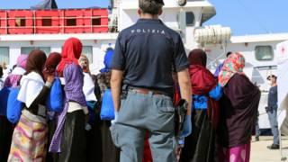 抵達意大利港口的利比亞船民