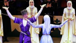 """Участники ансамбля """"Вайнах"""" выступают на открытии дворца танца Чеченского Государственного ансамбля """"Вайнах"""" в Грозном."""