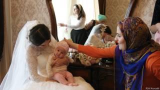 Невеста с родными и близкими перед свадьбой. Чечня.