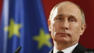 Владимир Путин на фоне флага ЕС