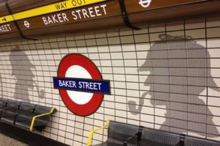 贝克街地铁站里的福尔摩斯侧面剪影作品
