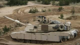 Xe tăng Mỹ diễn tập tại căn cứ quân sự Adazi ở Latvia