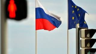флаги России и Евросоюза на набережной Ниццы