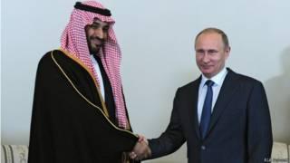 Владимир Путин и саудовский принц Мухаммед бин Салман на Санкт-Петербургском экономическом форуме (18 июня 2015 г.)