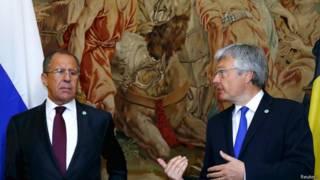 Министр иностранных дел России Сергей Лавров и министр иностранных дел Бельгии Дидье Рейндерс в Брюсселе 19 мая 2015 года
