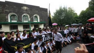 Students mark 53th 7 July anniversary