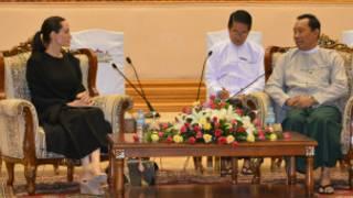 Angelina Joli met U Shwe Mann