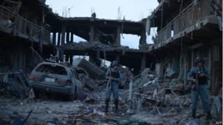 काबुल में बम धमाके से तबाह हुए मकान