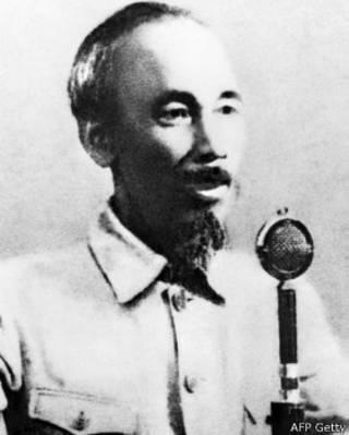 Chủ tịch Hồ Chí Minh đọc Tuyên ngôn độc lập ngày 2/9/1945