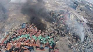 天津爆炸造成的損失,遠不止附近堆場被燒燬的汽車。