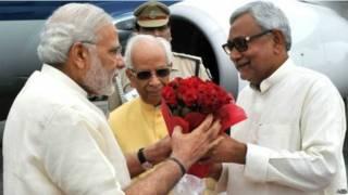 प्रधानमंत्री नरेंद्र मोदी और बिहार के मुख्यमंत्री नीतीश कुमार.