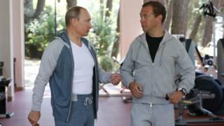Путин и Медведев в тренажерном зале