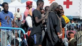 Imigrantes resgatados no porto de Catania, na Itália, em 26 de agosto (Foto: Dario Azarro/AFP/Getty)