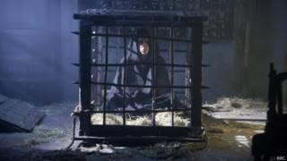 तहखाने में क़ैद