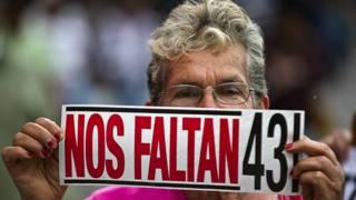 Marcha por los 43 estudiantes desaparecidos en México