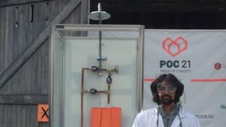 """Desenvolvedor e protótipo de """"ducha infinita"""" (Foto: Divulgação)"""